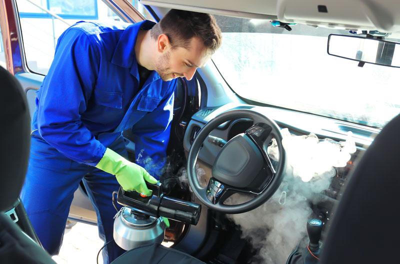 Dampfreinigung Auto